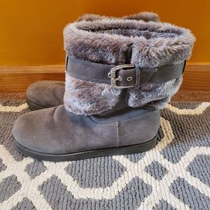 GUESS GRAY FUR LINED BOOTS